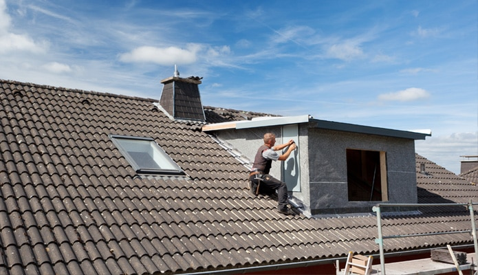 placer une lucarne de toit infos sur les mat riaux prix. Black Bedroom Furniture Sets. Home Design Ideas