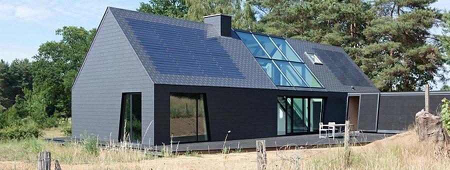 Toiture en ardoises avec panneaux solaires d'Eternit