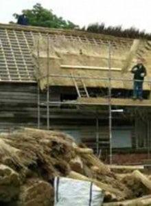 toiture en chaume construction fermée